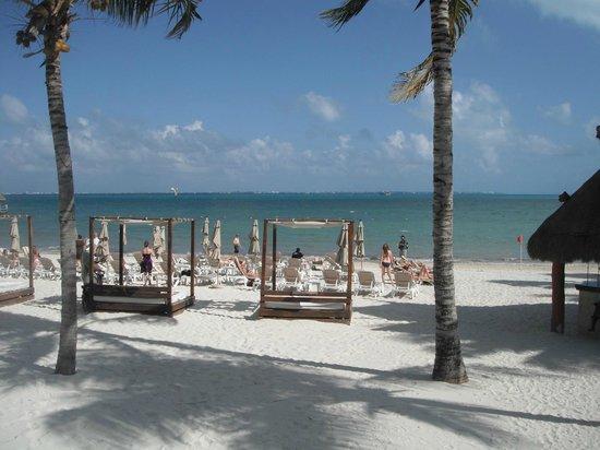 Villa del Palmar Cancun Beach Resort & Spa : lits plage