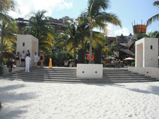 Villa del Palmar Cancun Beach Resort & Spa : ESCALIER MENANT DE LA PLAGE AUX COMPLEXE