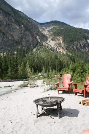 Cathedral Mountain Lodge: relax