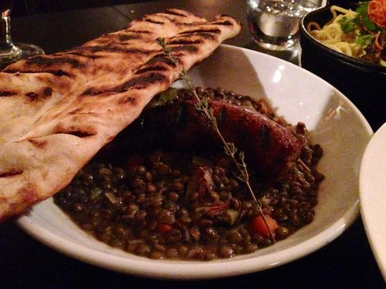 Saalt Pub: Sausage and lentils. And a bonus of delicious homemade bread!