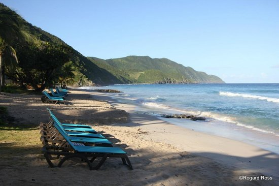 Renaissance St. Croix Carambola Beach Resort & Spa: Beach and cliffs to the west