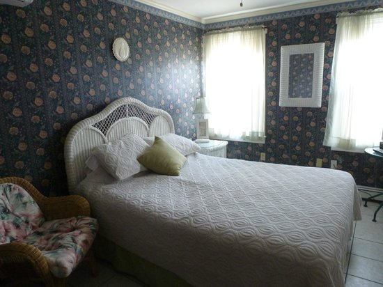 The Henry Collins Inn: comfortable bed