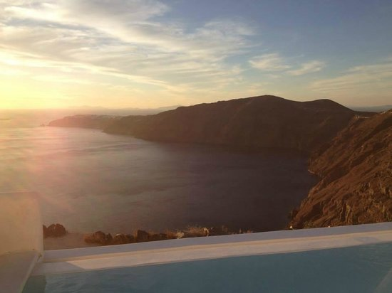 Rocabella Santorini Hotel & Spa: View from lower pool