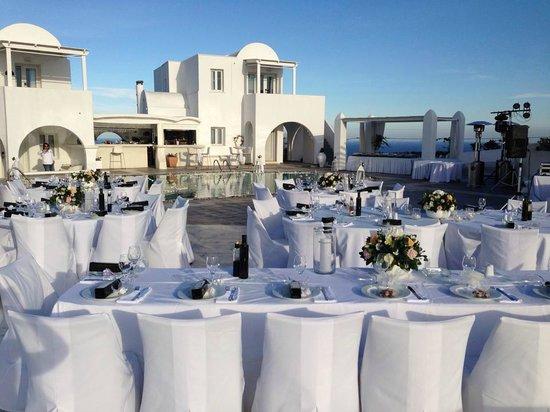 Rocabella Santorini Hotel & Spa: Upper pool deck, reception area