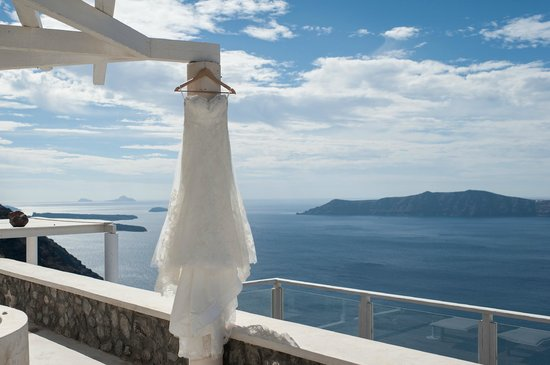 Rocabella Santorini Hotel & Spa: Figaro honeymoon suite deck view