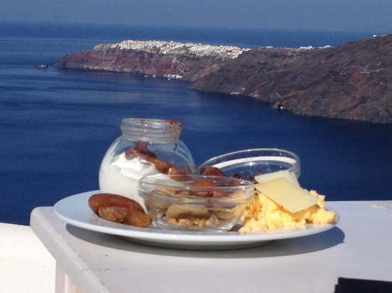 Rocabella Santorini Hotel & Spa: Breakfast on terrace of restaurant - amazing views