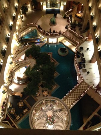 Grand Hyatt Washington: View of lobby area  from our room