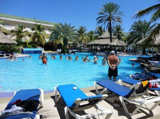 Isla Caribe Beach Hotel: pileta principal