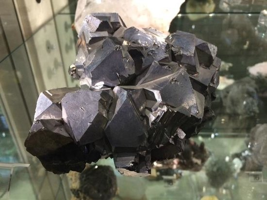 Sterling Hill Mining Museum: mineral formations in gallery