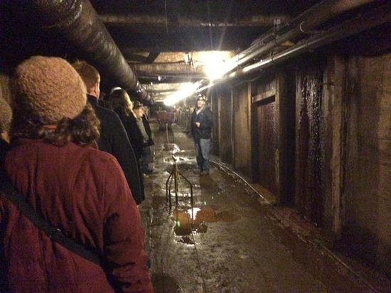 Sterling Hill Mining Museum: main tunnel