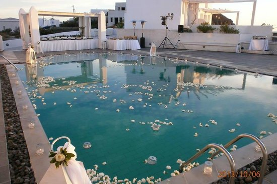 Rocabella Santorini Hotel: upper pool - post wedding