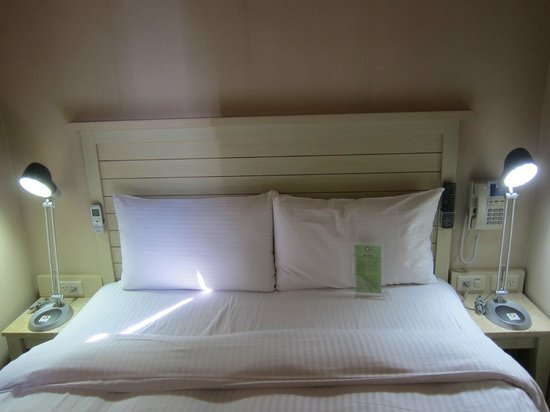 Kindness Hotel - Xiongzhong : Bed
