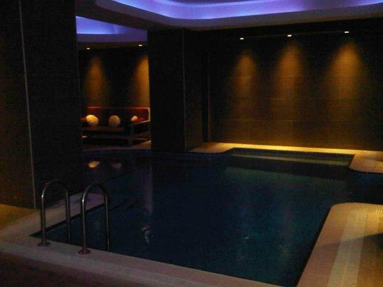 Mood Design Suites: Pool