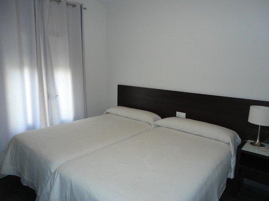 Hotel Madrid de Sevilla: Avisa antes al hotel que tipo de cama quieres (doble o dos simples)