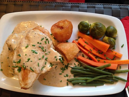 The Newton Arms: Chicken and peppercorn sauce