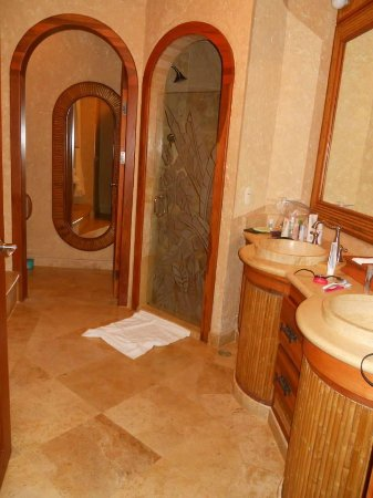 The Springs Resort and Spa: our bathroom