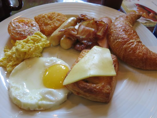 The Elizabeth Hotel by Far East Hospitality: Breakfast