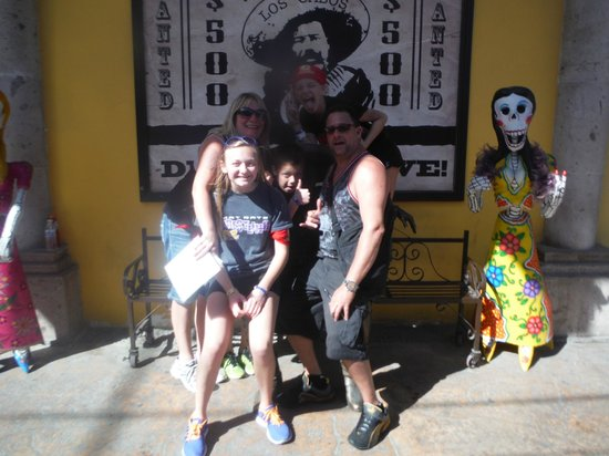 A-maze-in Cabo Race: Family FUN with Statue Guy!