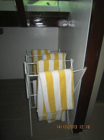 Acuatico Beach Resort & Hotel: large clean beach towels