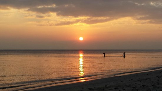 V-View Beach Resort : Sonnenuntergang