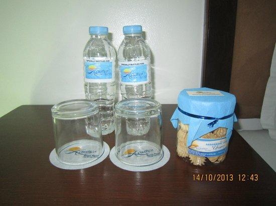 Acuatico Beach Resort & Hotel: complimentary water and uraro