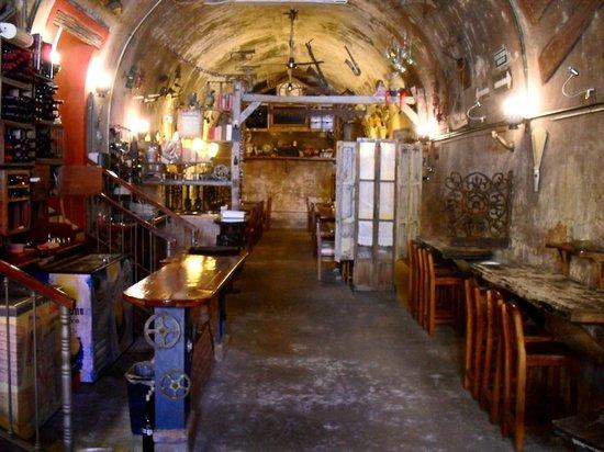 El Aljibe de San Pedro: Inside