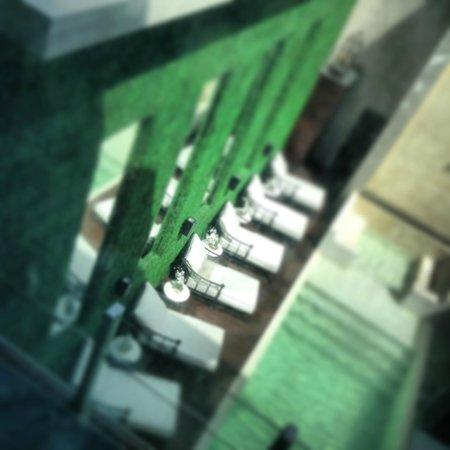 1828 Smart Hotel: a piscina, vista do quarto (2o andar)