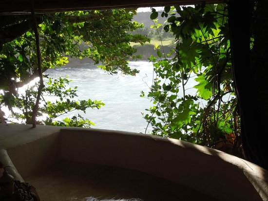 Great Huts: Bath tub in Fig Tree hut