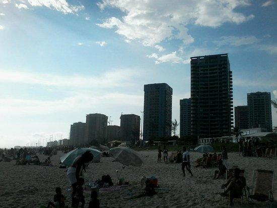 Barra Beach: Altos prédios. Área nobre.