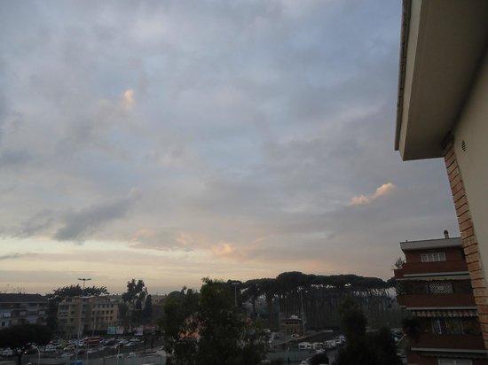 Hotel Club House Roma : Beautiful sky from the balcony