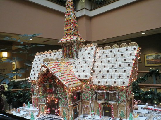 Chateau on the Lake Resort & Spa : Gingerbread house