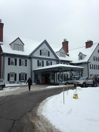 The Essex, Vermont's Culinary Resort & Spa: Front Entrance