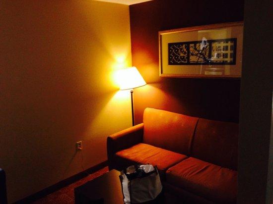 Comfort Inn: Living area in the suites