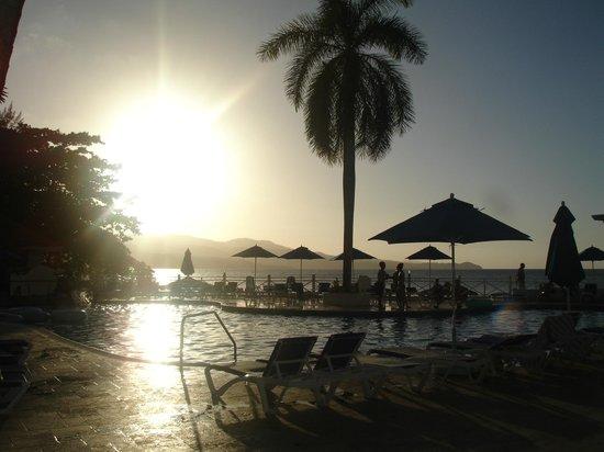 Sunscape Splash Montego Bay : main pool at night