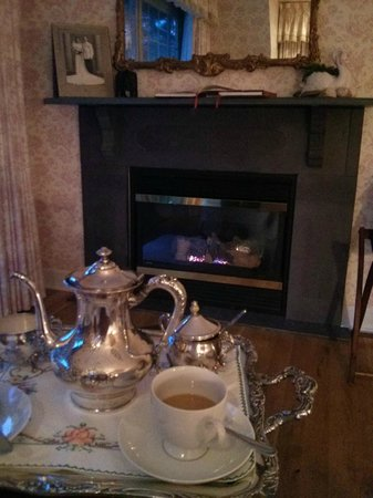 The Inn at Mallard Cove: Morning coffee by the fire in our room