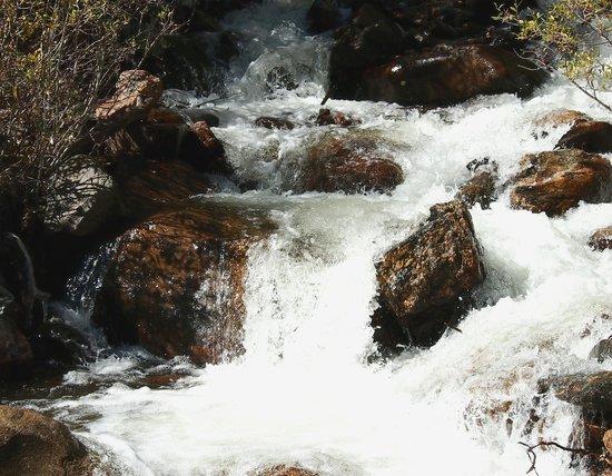 Guanella Pass : Small waterfall and creek