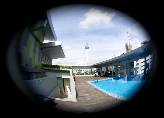PARKROYAL Serviced Suites Kuala Lumpur: View from 31st floor pool
