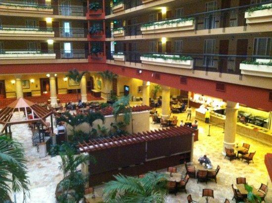 Embassy Suites by Hilton San Juan Hotel & Casino: Lobby