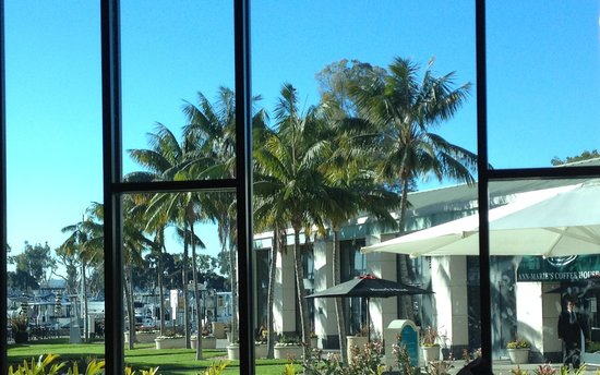 Manchester Grand Hyatt San Diego : view from breakfast out at Marina (from Lael's)