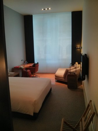 Andaz 5th Avenue: The rest of the room (HUGE!)