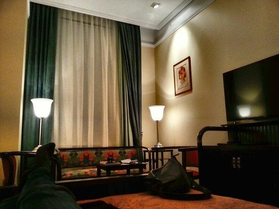 Hotel Rialto: °31 - view inside room, from bed towards sitting corner, window and 42' flatscreen
