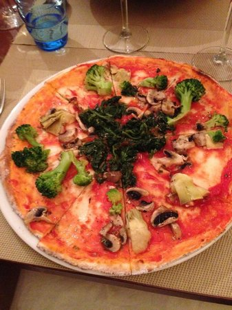 Il Veliero: gf pizza with veggies