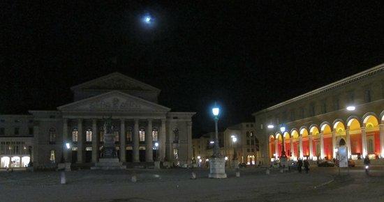 Bayerische Staatsoper : Abendstimmung nach dem Abzug der Besucher
