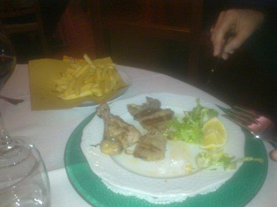 La Sirenetta: Carni alla brace con patatine