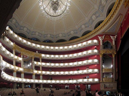 Bayerische Staatsoper : innere Prachtentfaltung nach Geschmack der 50er