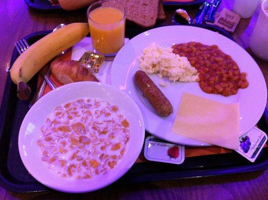 Holiday Inn Express London-Newbury Park: El desayuno bueno . Ponen lo mismo todo los días