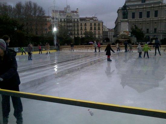 Plaza de Oriente : Pista de patinaje sobre hielo