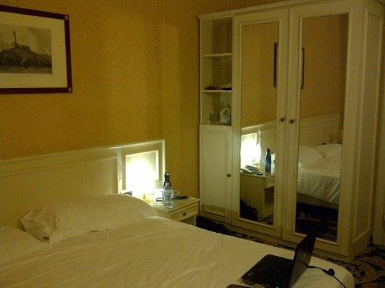 """Hotel Universo : A """"Comfort Double"""" room"""