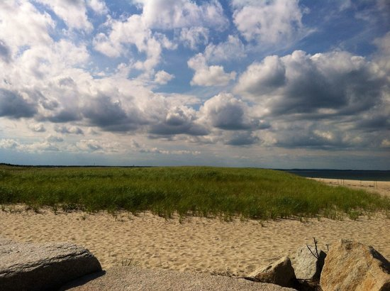 Scusset Beach State Park Campground : Looking down the beach from the rocks
