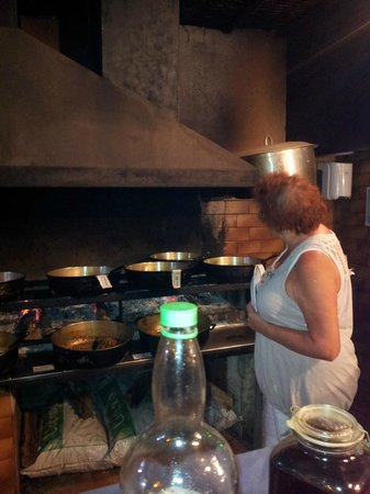 La Marmite - Restaurant Creole: Les chaudrons sur feu de bois